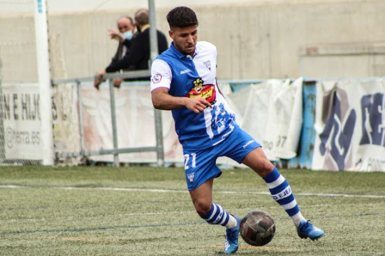 Nahuel Omiliani, nuevo jugador del CD Ebro, en un partido con la SD Ejea la temporada pasada