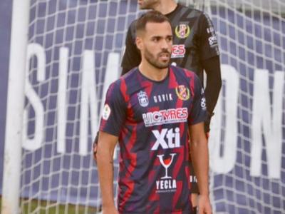 Ayoze Placeres, en un partido con su anterior club, el Yeclano   Daniel Castillo