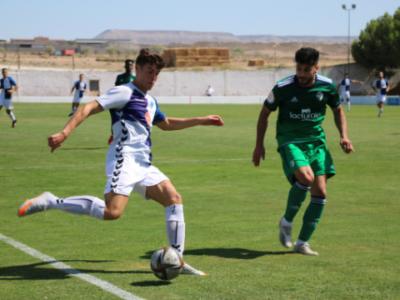 Oier Sarriegi, autor de los dos goles del Ebro, llega a línea de fondo | CD Ebro