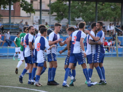 Los jugadores del Ebro celebran el primer gol, obra de Nando Quesada de penalti | CD Ebro