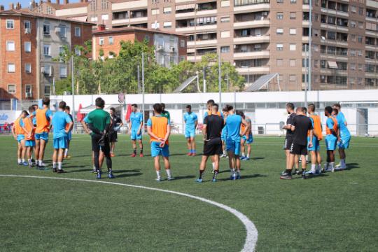 Los jugadores del Ebro, durante el entrenamiento de este viernes   CD Ebro