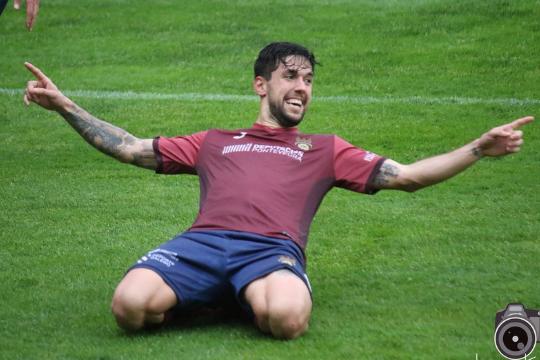 Eder Díez celebra un gol con uno de sus anteriores clubs, el Pontevedra   Laura López
