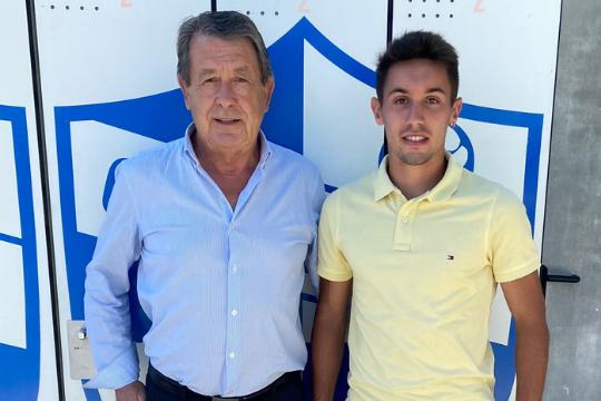 El presidente del CD Ebro, Jesús Navarro, junto al recién llegado Javi Valdés | CD Ebro