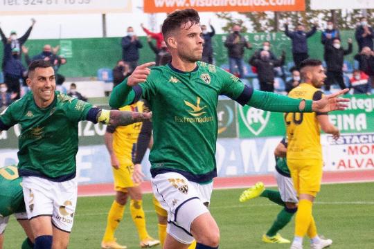 Miguel Díaz celebra un gol con su anterior club, el Villanovense