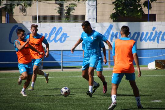Los jugadores del CD Ebro se ejercitan en uno de los últimos entrenamientos   CD Ebro