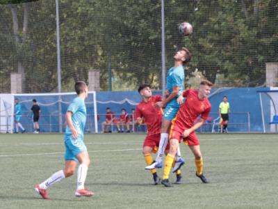 Jorge Adán pelea un balón aéreo en el partido ante el Deportivo Aragón | Daniel Marcén