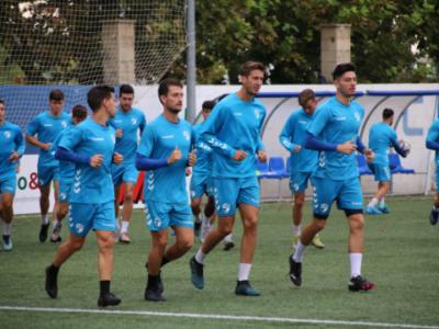 Los jugadores del CD Ebro, en el entrenamiento de este viernes | CD Ebro / Adrián Monserrate