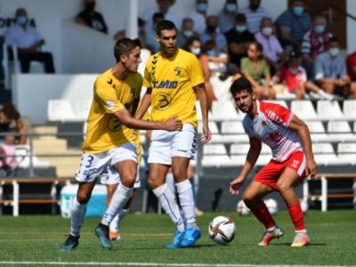 Jorge Adán y Abel Suárez, autor del 1-1, pelean por un balón | Arsen Vorony