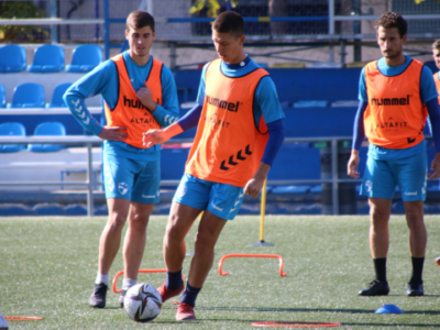 Noel, durante el entrenamiento de este viernes | CD Ebro / Adrián Monserrate