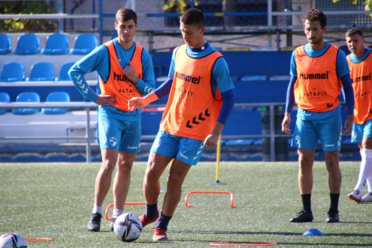 Noel, durante el entrenamiento de este viernes   CD Ebro / Adrián Monserrate