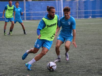 Guille Alonso, exjugador de la SD Tarazona, en el entrenamiento de este viernes | CD Ebro / Adrián Monserrate